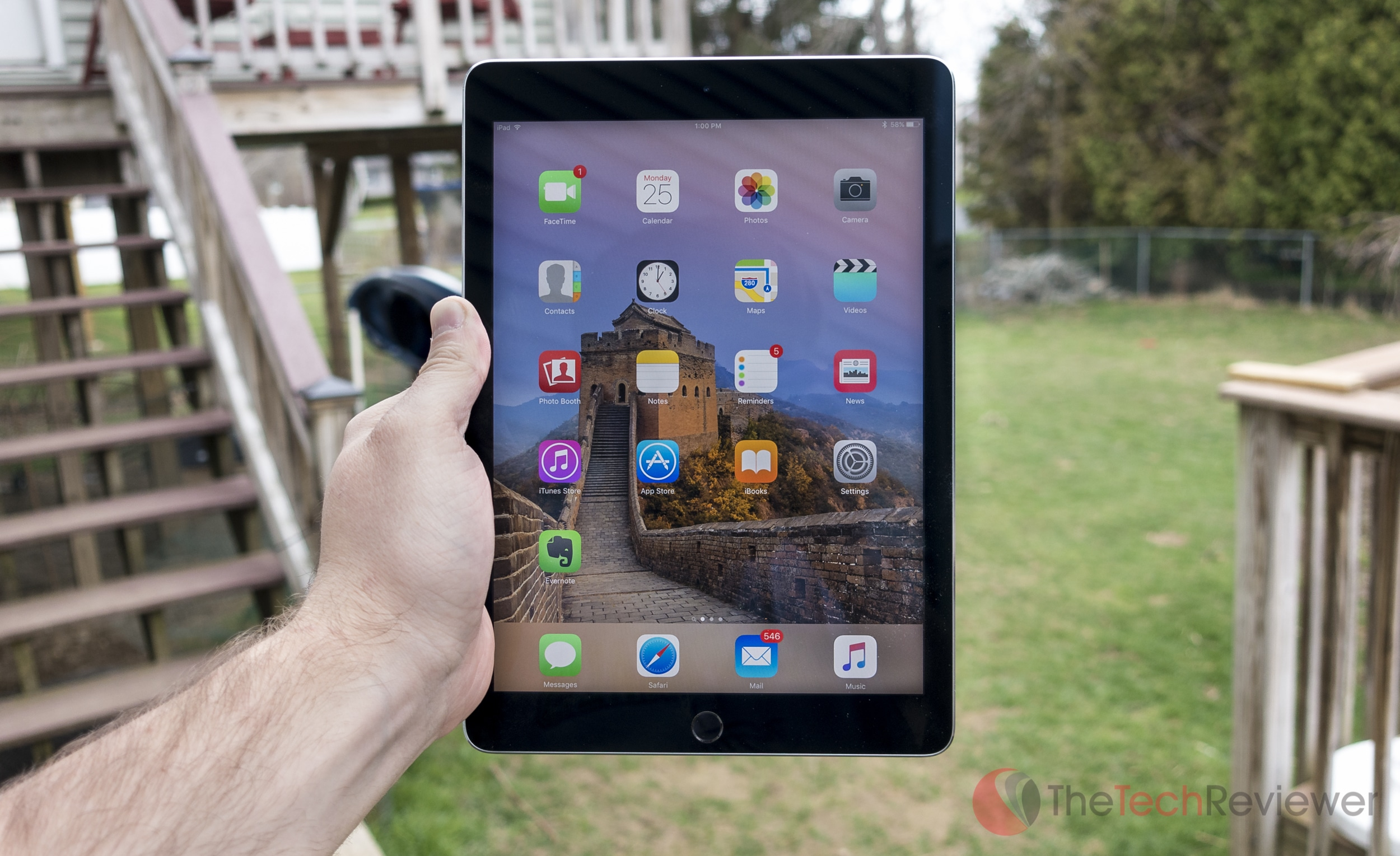 Apple%20iPad%20Pro%209.7-inch-1
