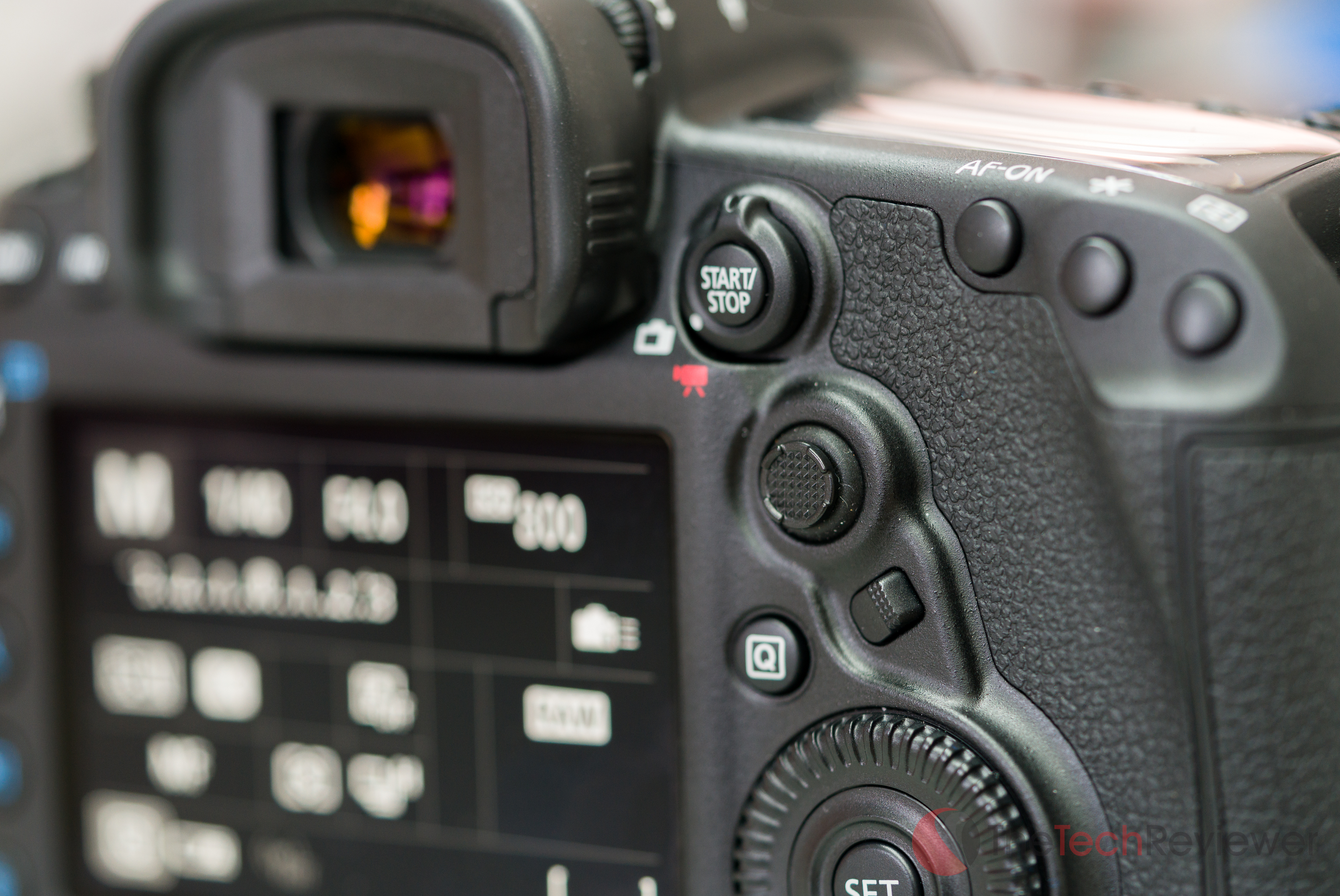 canon-5d-mark-iv-body-14