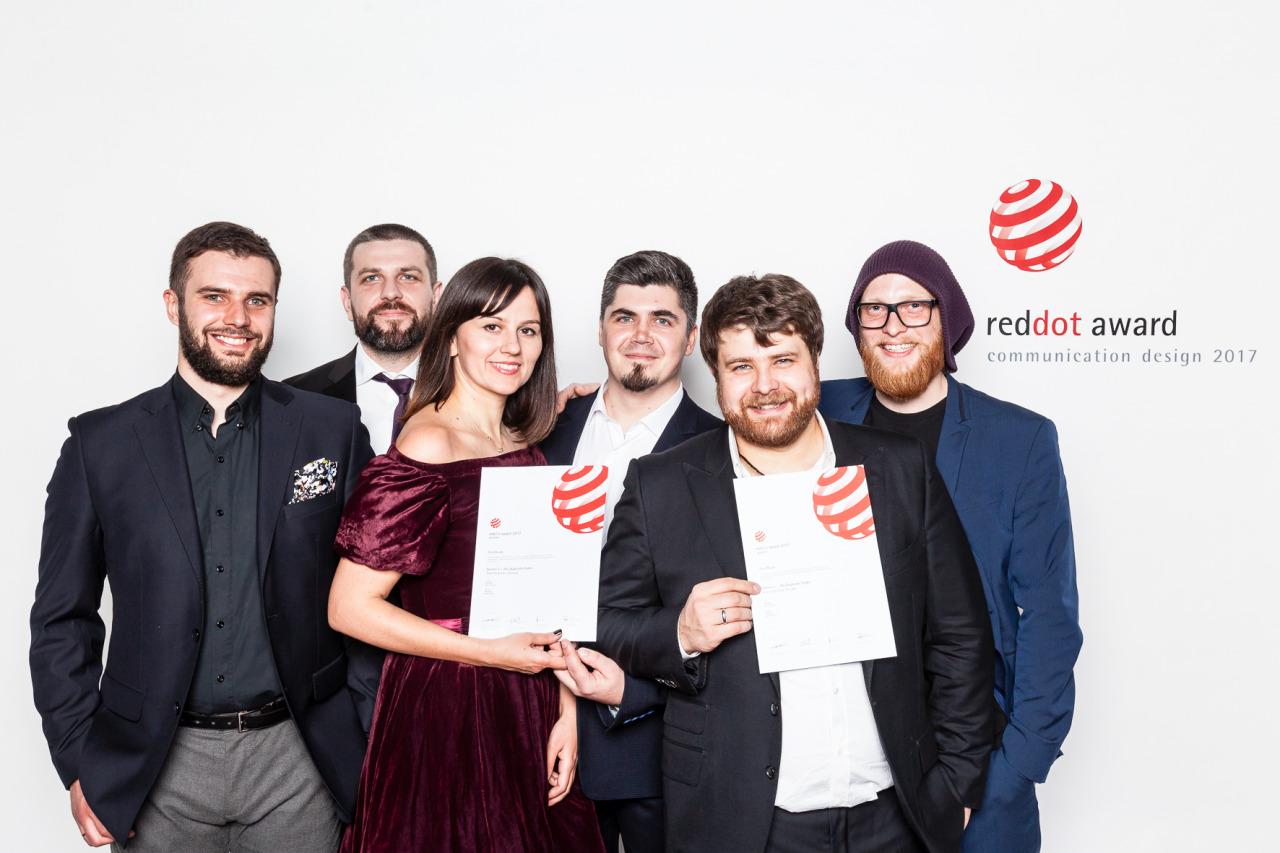 MacPaw team with reddot award